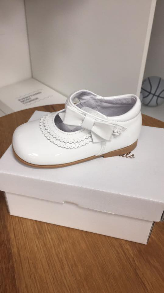 White pretty originals patent shoes with bow - little-boppers